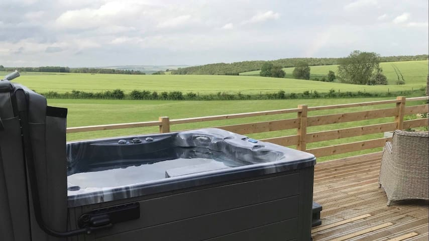 2 Bedroom Lodge (Hot Tub) - On top of the Wolds