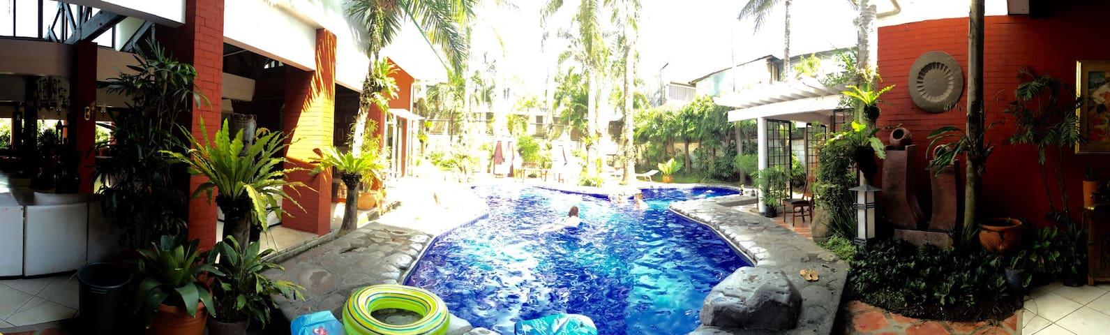The Brick House Resort & Events - Calamba City - Hus