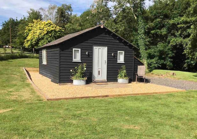 Cosy Wood Cabin nr Petworth