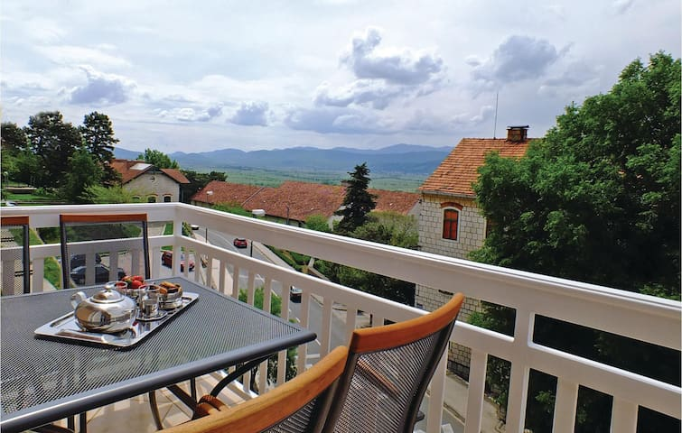 Holiday apartment with 2 bedrooms on 70 m² in Imotski
