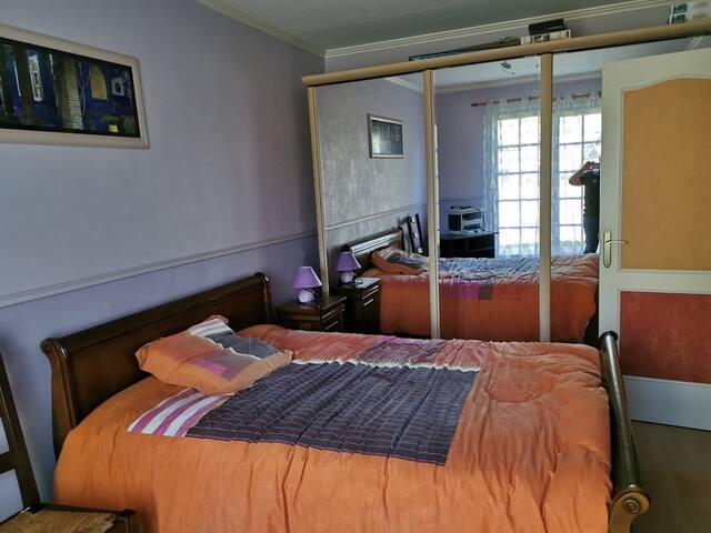 Chambre dans maison familiale près de Bordeaux