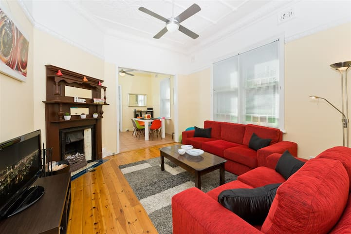 Stylish 2BR Single story House   - Newtown - Huis