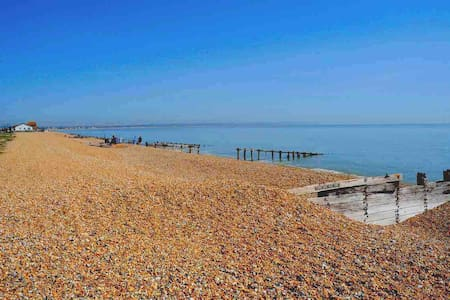 LUXURY SEAFRONT OUTSTANDING 2 BEDROOM APARTMENT