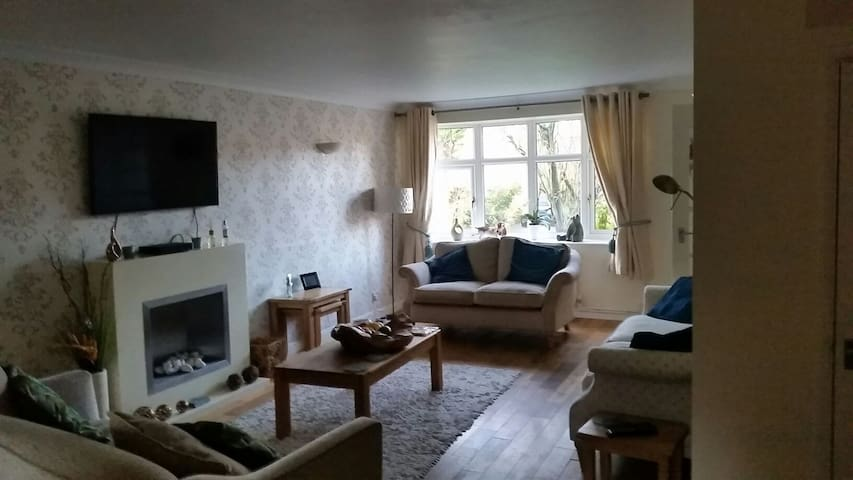 Cosy modern 3 bedroom semi detached