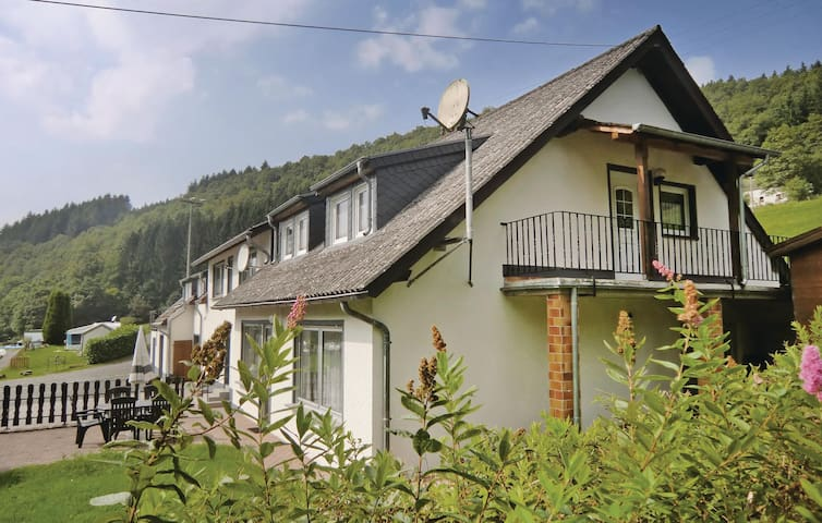 Holiday apartment with 2 bedrooms on 80m² in Preischeid