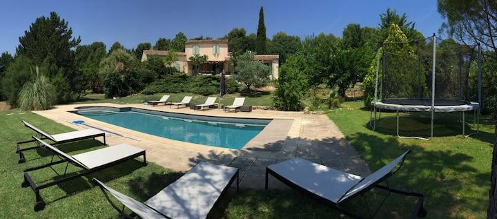 Villa + studio, Piscine, 5 ch, Aix-en-Provence.
