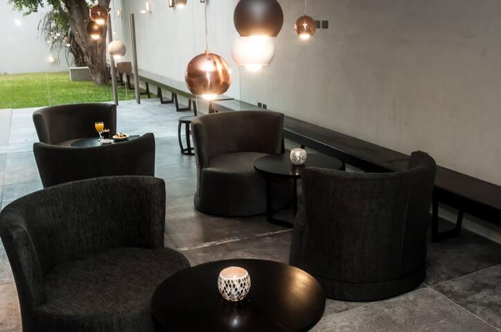 Modernos  y luminosos monoambientes equipados - La Plata - Condominium