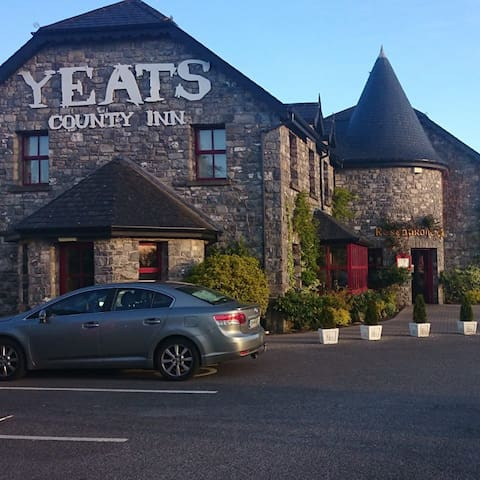 Yeats County Inn, Curry, Co. Sligo - Curry - Pousada