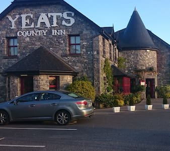 Yeats County Inn, Curry, Co. Sligo - Curry - 家庭式旅館