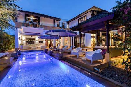 Luxury villa front of Layan beach 5Br private pool