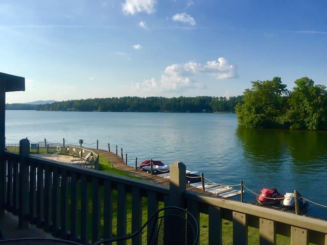 Beautiful Lake Hamilton Condominium (W/ Boat Ramp)
