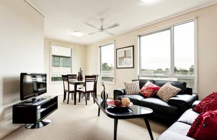 ★SUITES SMALL GROUP★ 5 Mins to CBD★ FREE PARKING