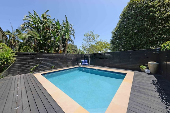 Fab Coogee Beach unit overlooking pool