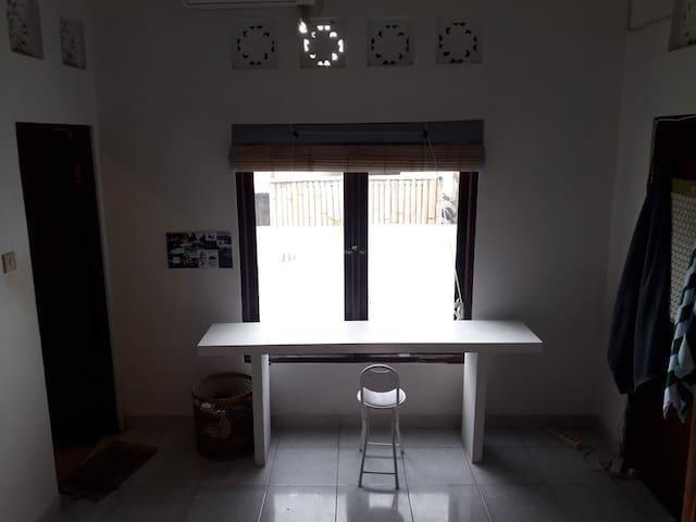 Window / Desk