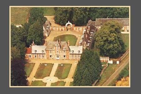 chateau de vauchelles - Vauchelles-lès-Domart - B&B/民宿/ペンション