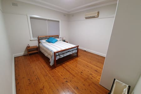 Spacious Room Right Next to Wiley Park Station