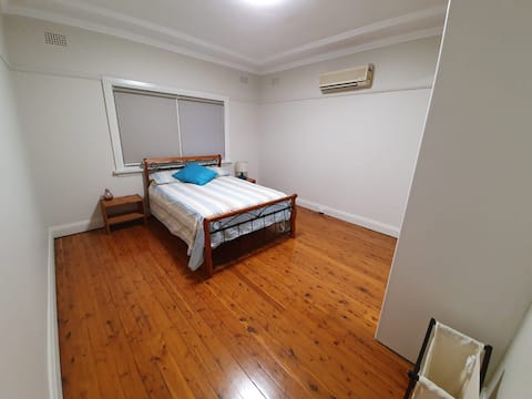 Spacious Bedroom Close to Wiley Park