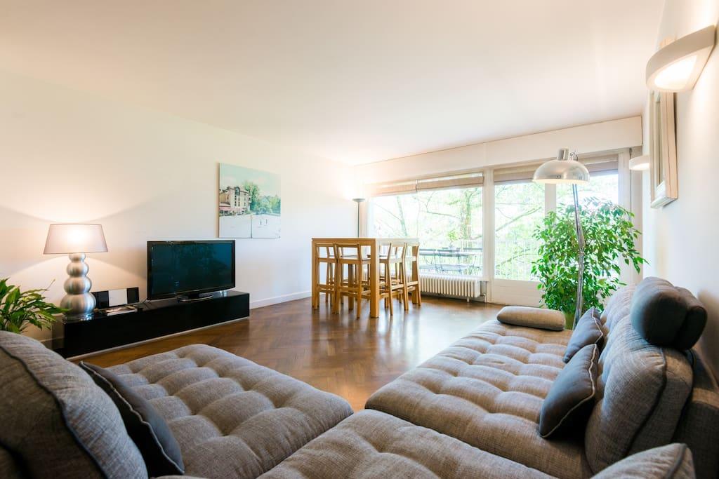 bel appartement bord du lac annecy appartements louer annecy le vieux rh ne alpes france. Black Bedroom Furniture Sets. Home Design Ideas
