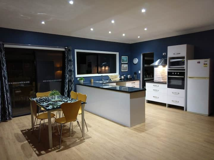 Large Private Two-Bedroom in Thorneside