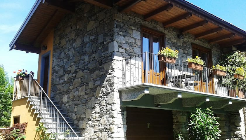LittleStoneHouse - a Orta-Miasino - Miasino - Casa