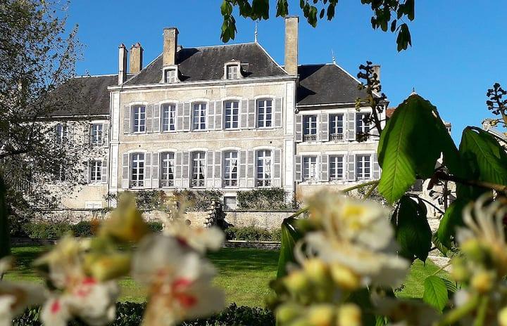 Argentenay. Une Maison de Famille
