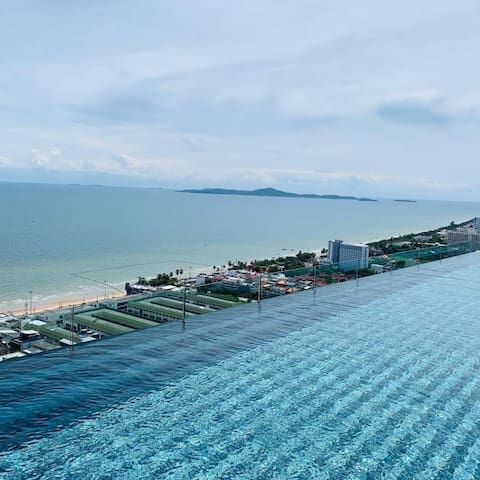 Enjoy one of the three beautiful pools, two of which rim-flow pools on the top floors of the Riviera Jomtien, the most iconic and well appointed residence in the whole of Pattaya.