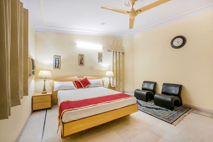 PALM HOLIDAYS - 4 Rooms & Bath, cook#