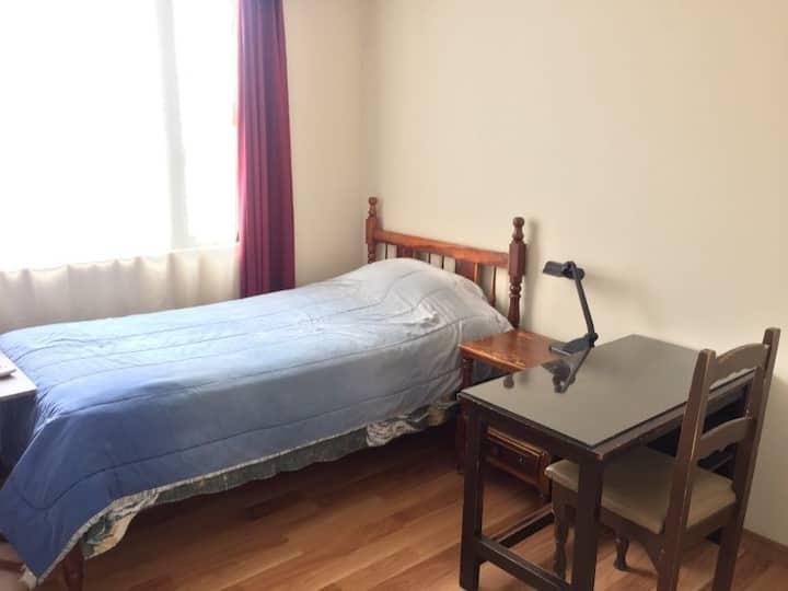 Habitación con baño privado, Norte de Quito.
