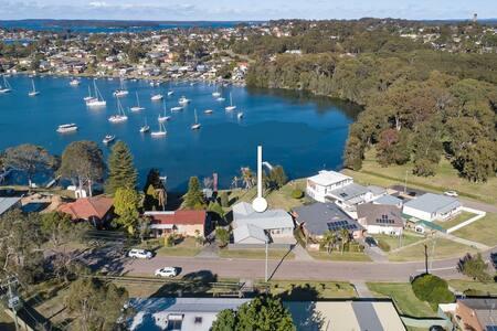 Lake House - Lake Macquarie Absolute Waterfront