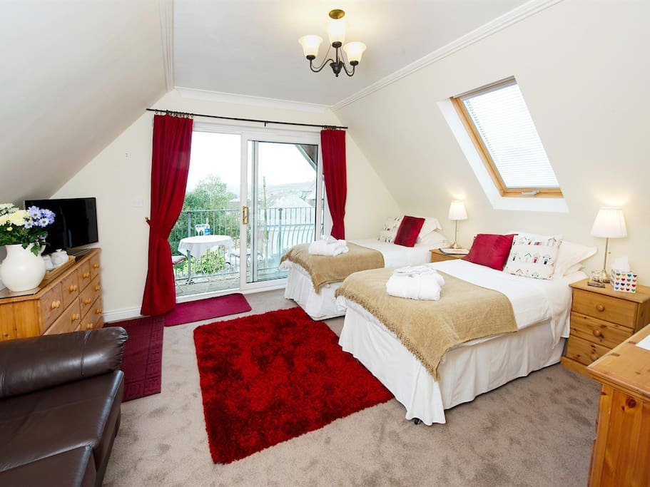 The Polzeath room show with twin beds.