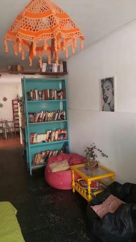 Hab privada en casa familiar joven - San Miguel de Tucumán - Дом