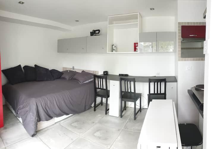 Studio calme spa /terrasse privés  proche bordeaux