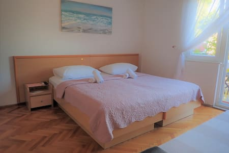 Adriana-double room with bathroom and balcony