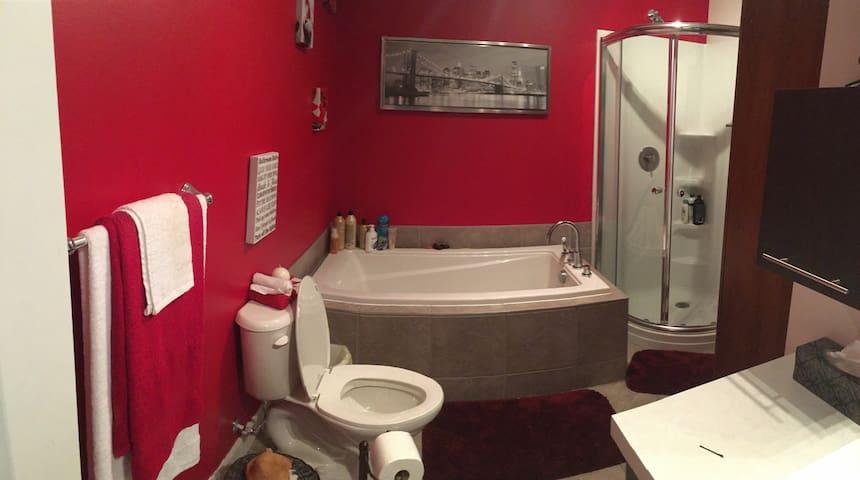 Belle chambre dans un beau jumelé neuf ! - Lévis - House