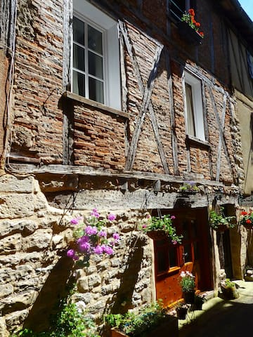 Charming self contained apartment - Saint-Antonin-Noble-Val - Flat