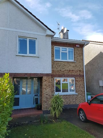 Modern 3 Bed Semi in Carrigaline - Explore Cork - Carrigaline - 獨棟
