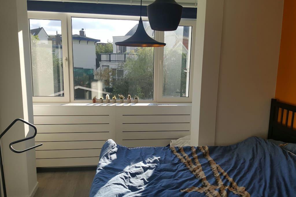 bright bedroom, 160cm bed.