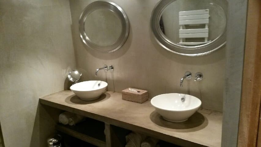 Salle de bains (douche) double vasque
