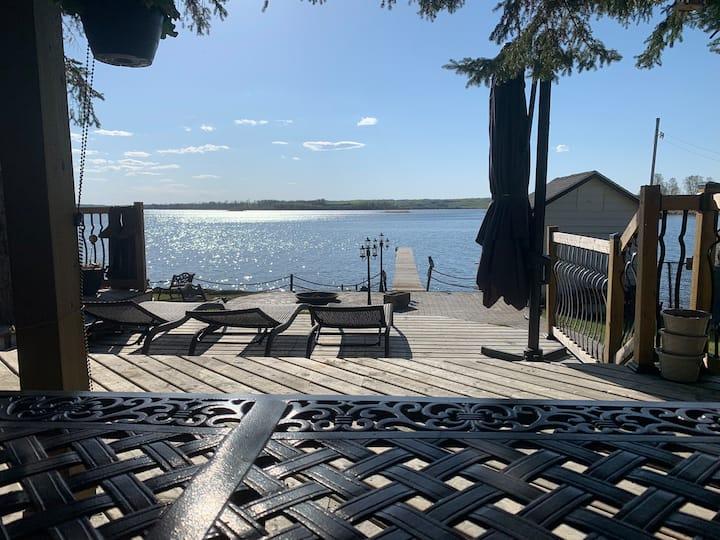 Lakefront cabin on beautiful Lake Isle.