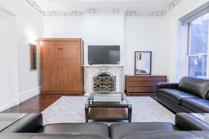 Sleeps 12 - 3 Bedroom - 2 Bath - 6 Beds - BBQ - Yard - Just 7 minutes to NYC tera