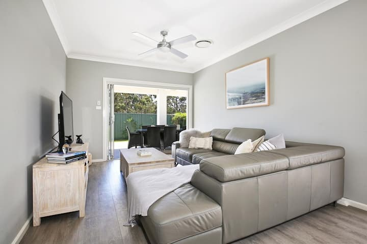 Wowly Waters - Pet Friendly - 1 Min Walk to Bay