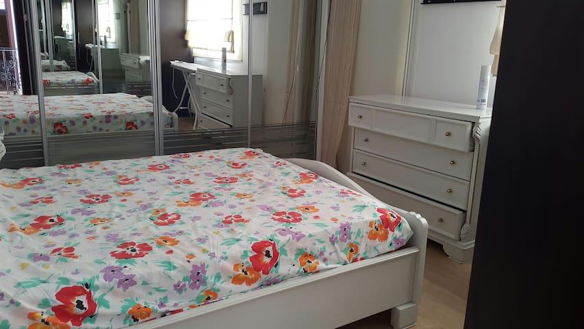 main bedroom with ensuite behind the mirror wardrobe