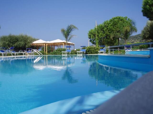 Splendido Residence con piscina a Capo Vaticano - Tropea - Townhouse