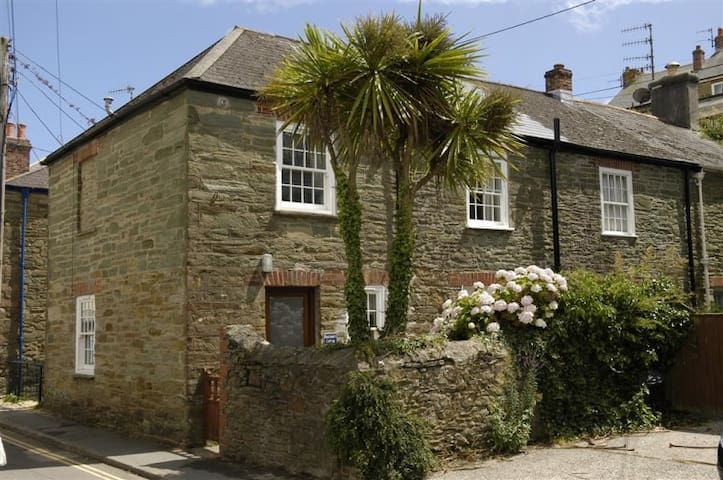27 Island Street: Salcombe: Boatman's Cottage