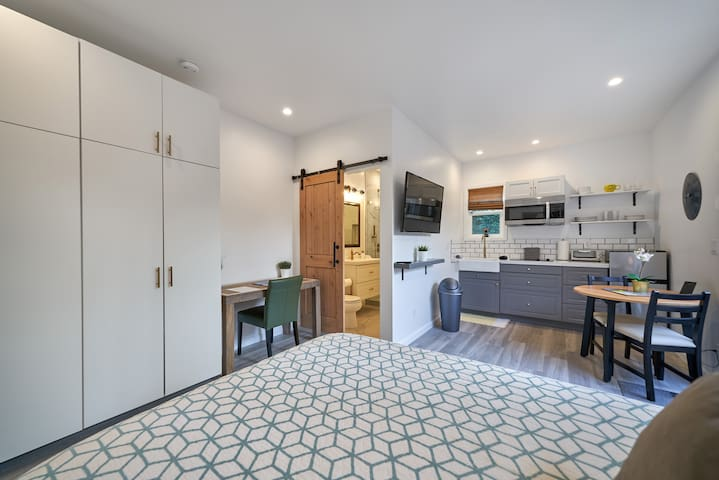 NEWLY Remodeled Guest Suite in Central Los Angeles