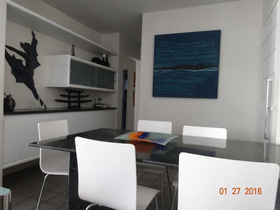 Sala de Jantar e entrada do apartamento.