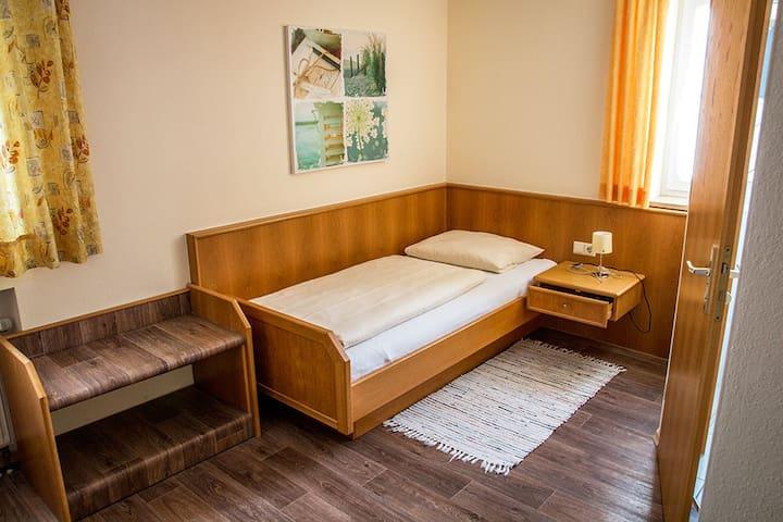 """Gasthof """"Zum Ochsen"""" (Waldstetten), Einzelzimmer komfortabel ausgestattet, in ruhiger Lage"""