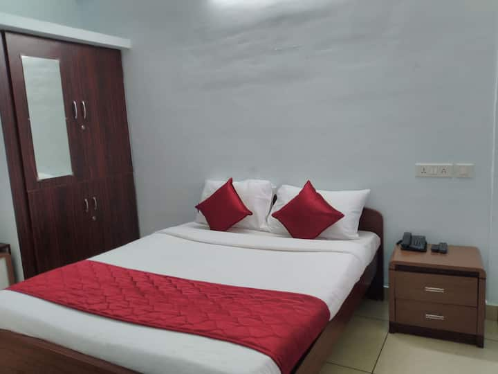 Lakshana Service Apartment