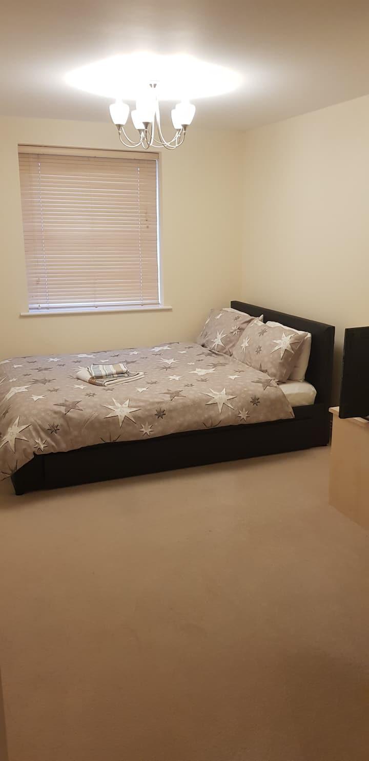 Beautiful Secure En-Suite With Now TV In Wokingham
