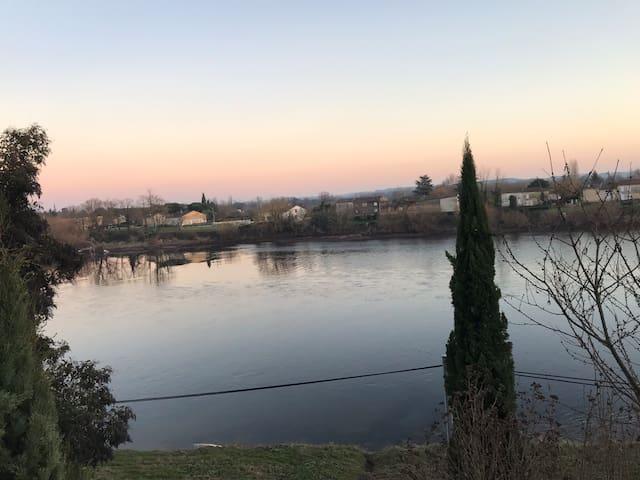 Maison avec vue sur la Dordogne proche St Emilion